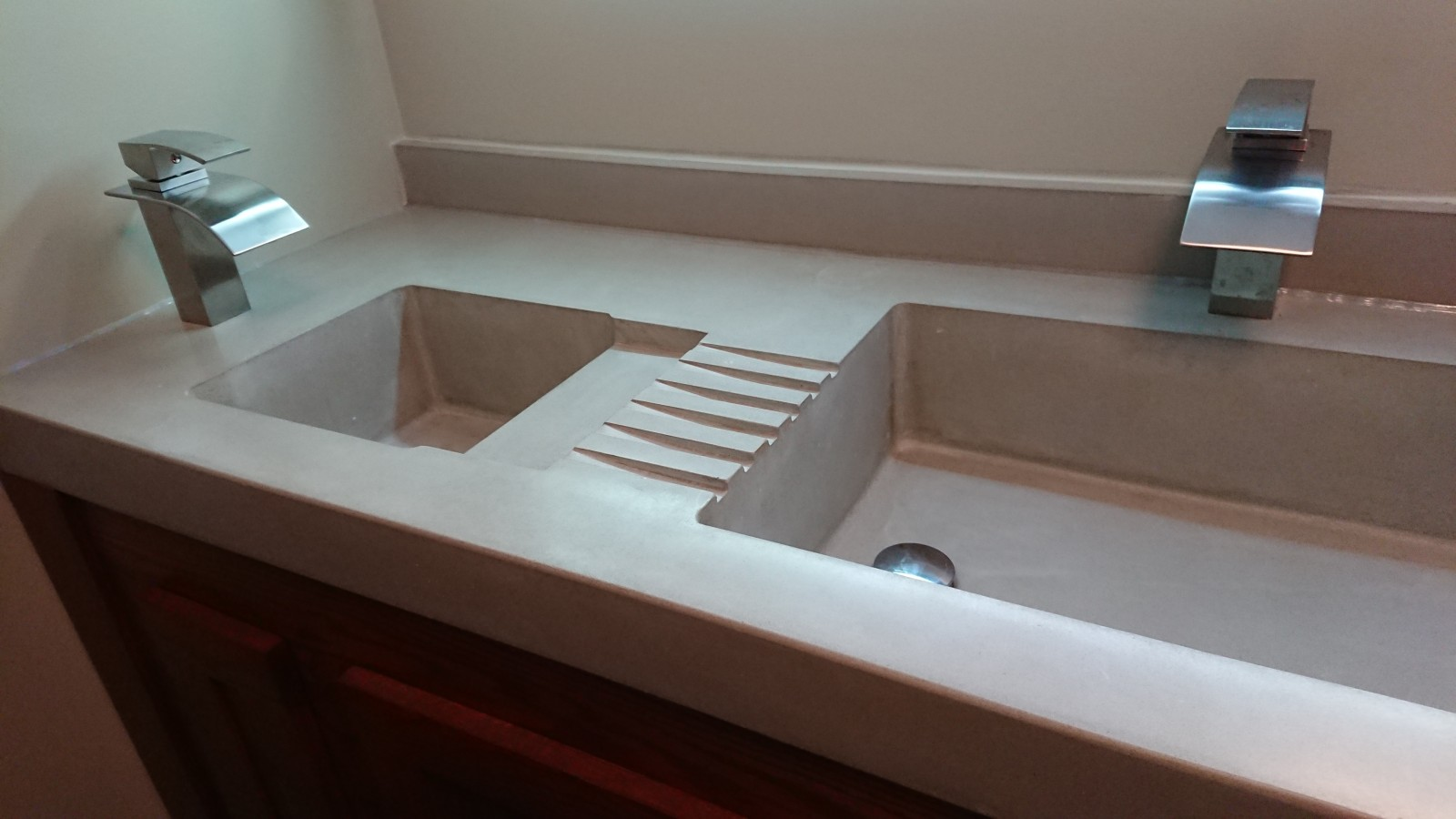 Vanity Top with dedicated Shaving Sink